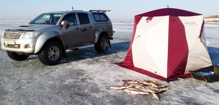Toyota Hilux AT35 Arctic Trucks на рыбалке